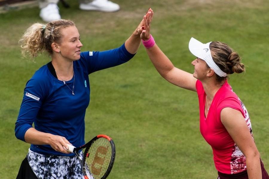 Česká šampionka! Ve finále ženské čtyřhry se představí tři české tenistky