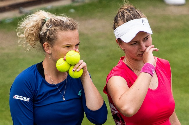 Siniaková s Krejčíkovou vyzvou Strýcovou a Hsieh o finále na Australian Open